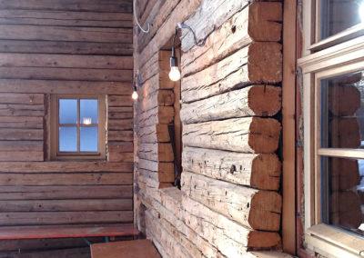 Altholz Sparren als Blockwand verbaut - kurz vor Fertigstellung