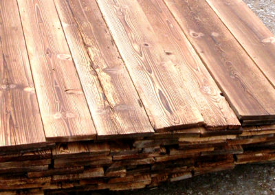 Altholzverschalung geflämmt, gebürstet, besäumt