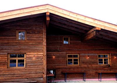 Hausfassade aus Kantholz